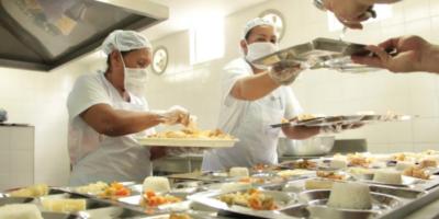 Las demoras que tienen a miles de niños sin alimentación escolar